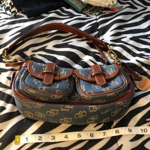 DOONEY &BOURKE K1174569 DEMIN/TAN SMALL BANANA BAG